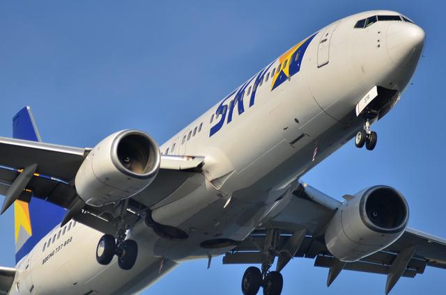 SKY B'737