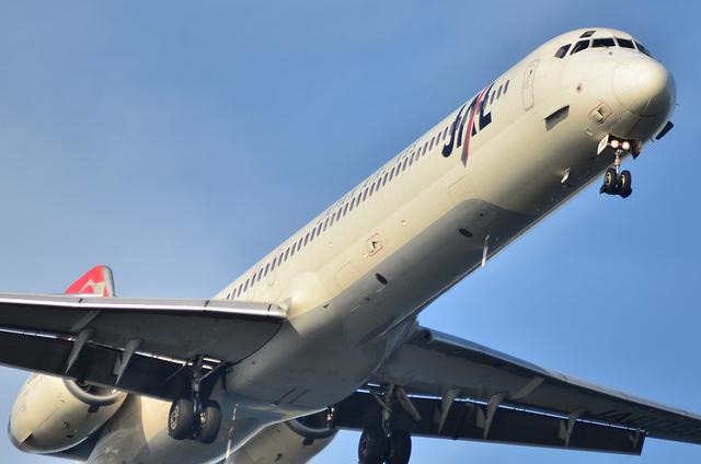 JAL MD90 2