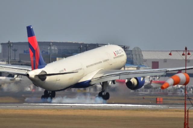 DL A330 6