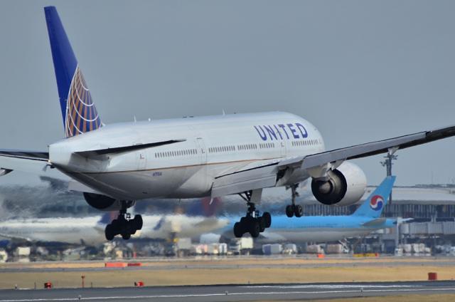 UA B777 4