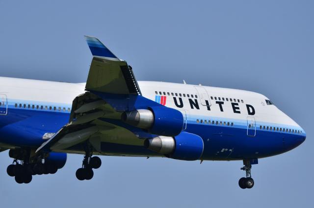 UA B744 3