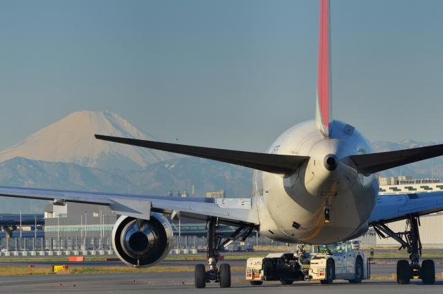 767のお尻と富士山