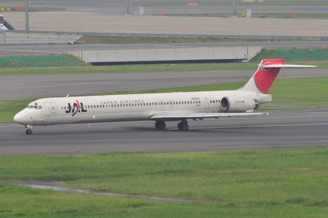 MD-90 3