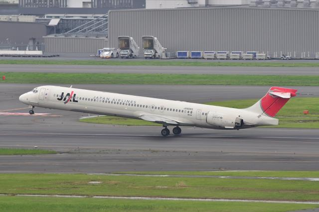 MD-90 5