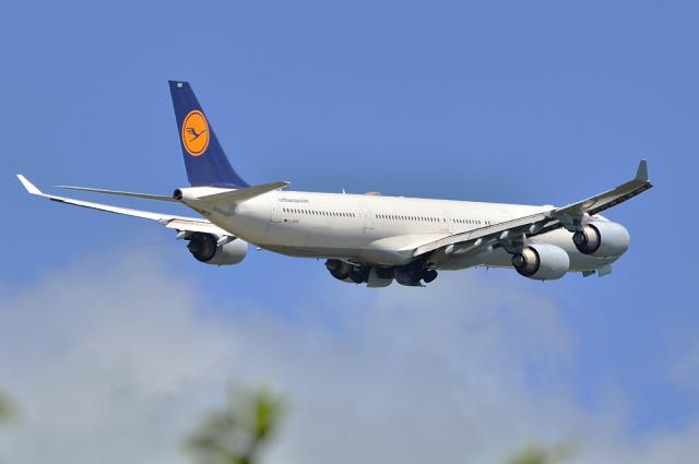 LH A340 3