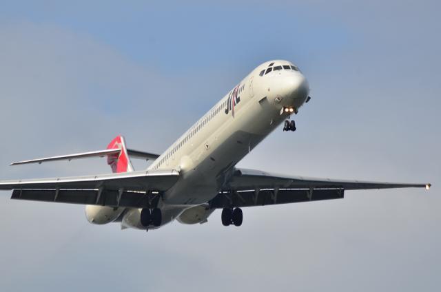 MD-90 6