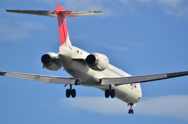 MD-90 9